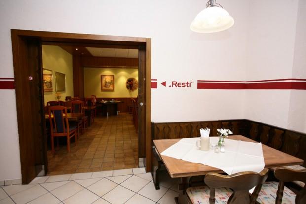 Blick auf den Eingang zum Saal Resti